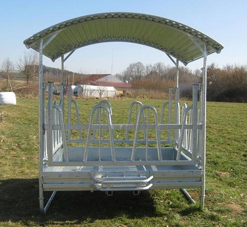 Viereck-Futterraufe mit Palisadenfressgitter. Die Heuraufe ist geeignet zur Weidefütterung von Pferden und Rindern.